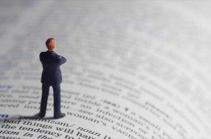 辞書とビジネスマン